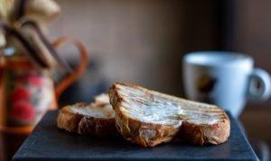 Fotografia de Alimentos Pão na Chapa com Requeijão