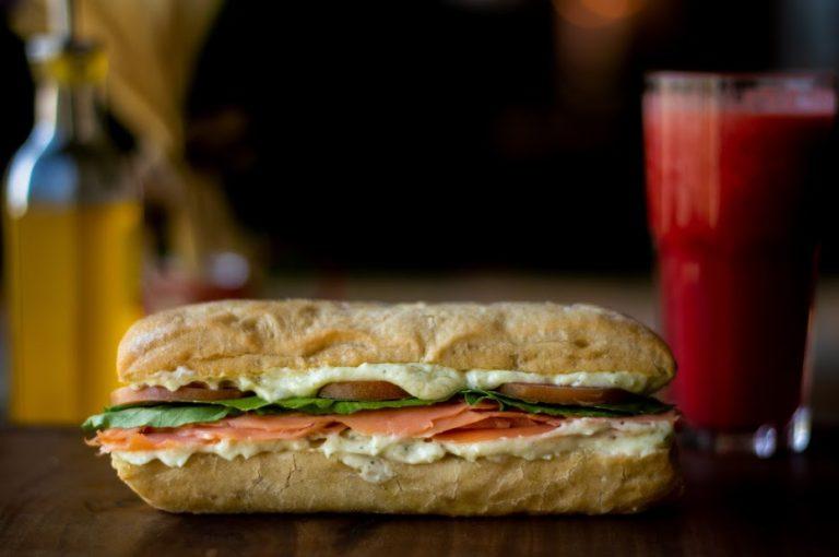 Fotografia Profissional de Alimentos – café e sanduíches