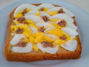 Pão artesanal com Ovo e Sardinha