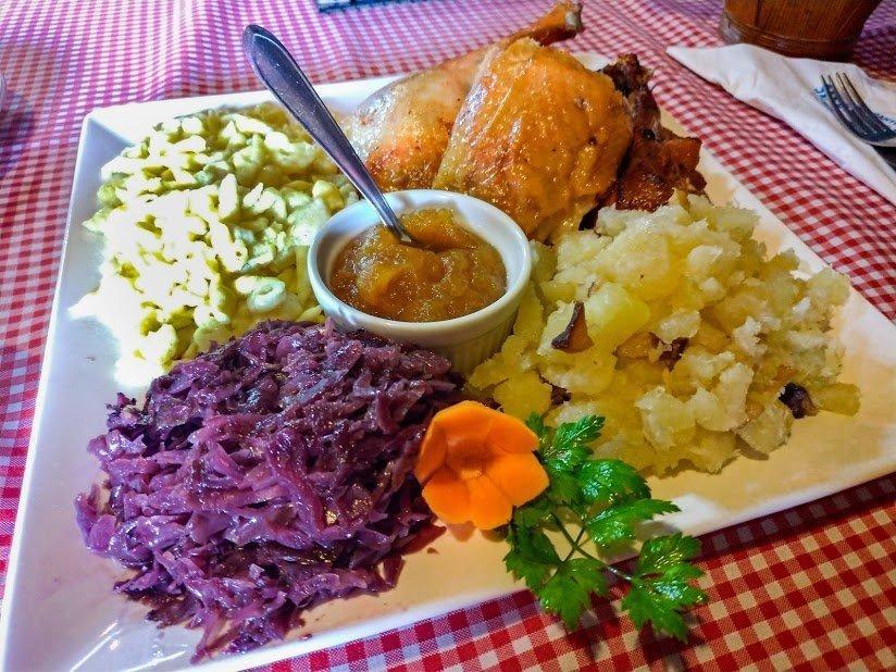 o prato típico alemão marreco recheado em Pomerode