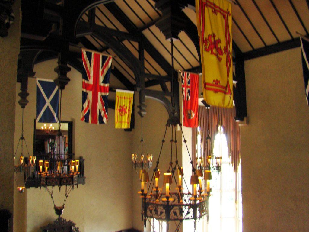 varias-bandeiras-na-cidade-mais-multicultural-do-mundo