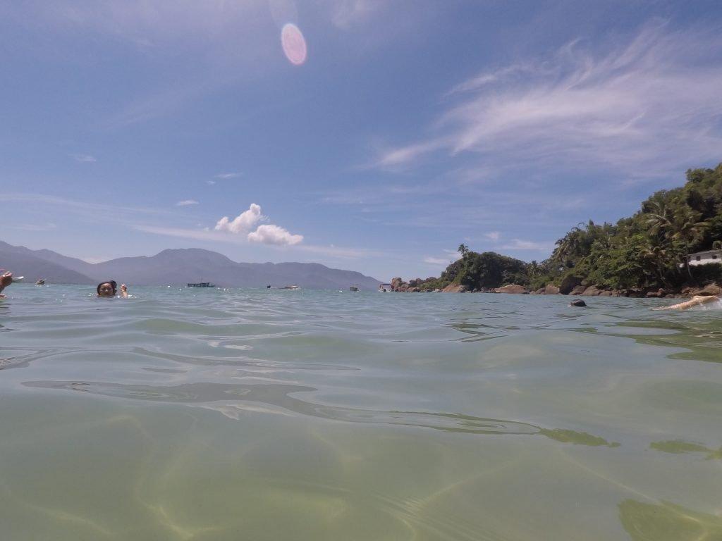 praia do aventureiro mar